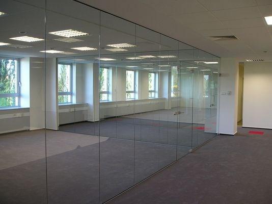 разделение площади стеклом