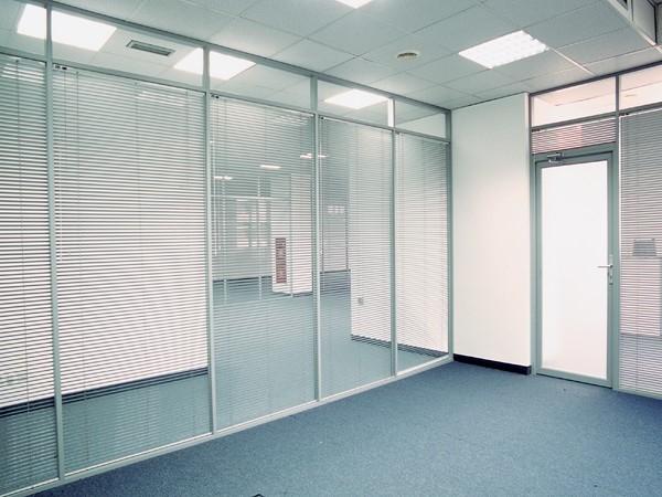 стационарная перегородка из стекла