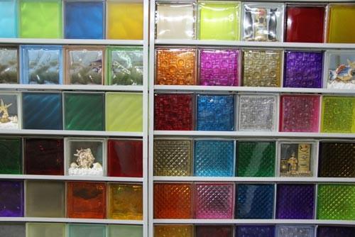 цветные блоки из стекла