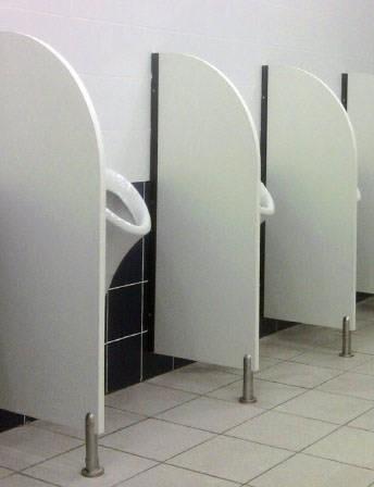 сантехнические перегородки в уборной